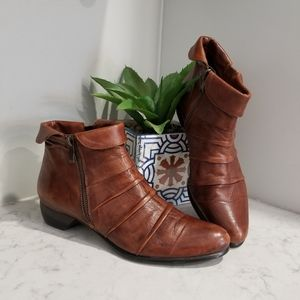 👢 TAN LEATHER ANKLE BOOTS